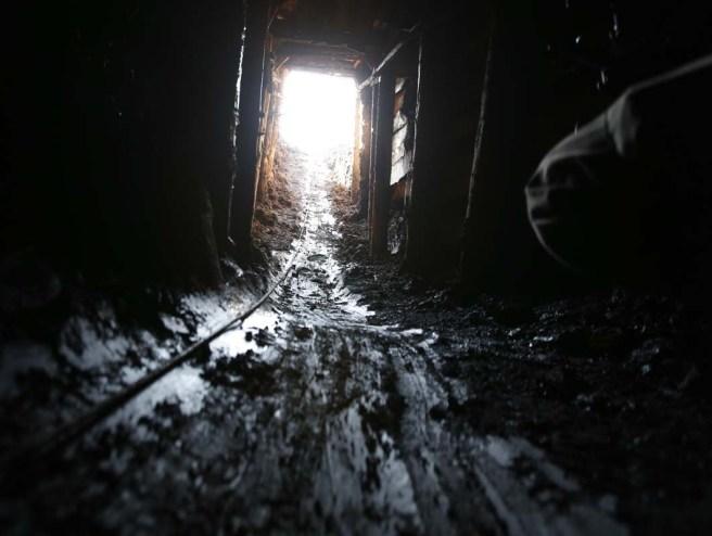 "Život ""ilegalnih rudara"" u blizini Zenice: Ćumur, mrak i b"