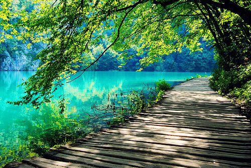 ponekad-pozelim-mir-i-tisinu-jednostavno-zelim-opustiti-svoje-oci.-priroda-je-kao-spoj-svih-najljepsih-tonova-bolj-receno-to-je-mali-raj-na-ovoj-planeti..jpg