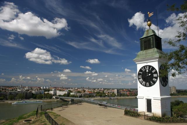 Petrovaradinska-tvrđava-sat.jpg
