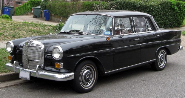 1200px-1965_Mercedes-Benz_190_D_sedan_--_03-16-2012.JPG